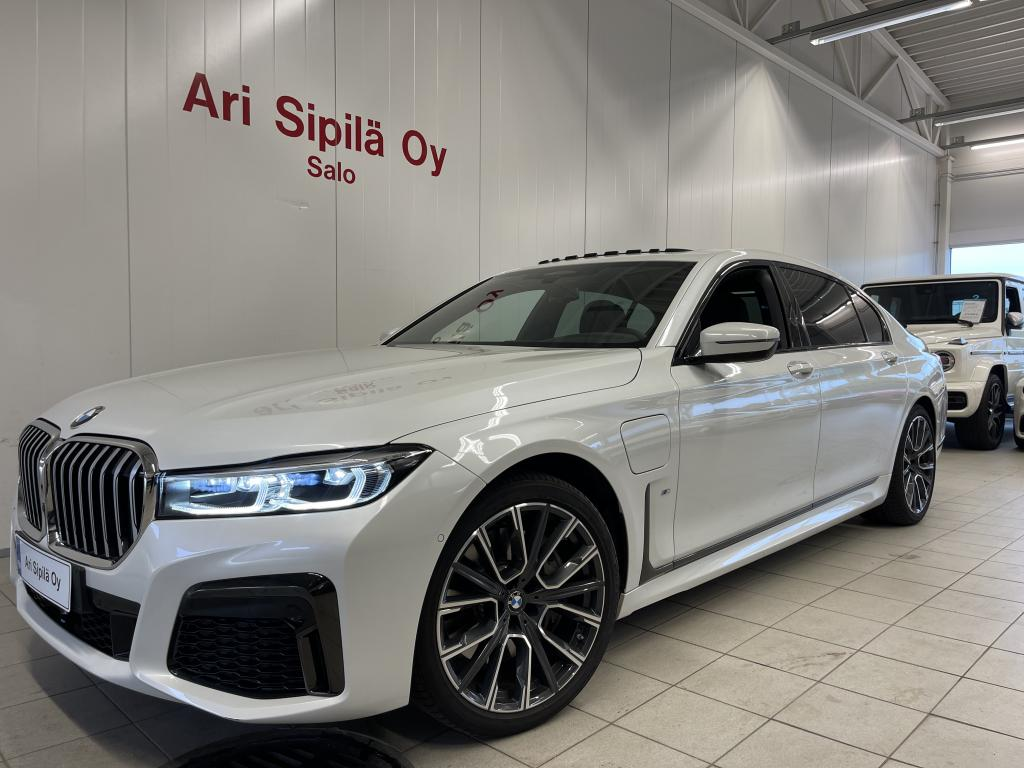 BMW 745, Le M Sports X- Drive Mineral-weiss metallic Comfort Seat With Memory Glass Roof  Head-Up Display Active Cruise Cont