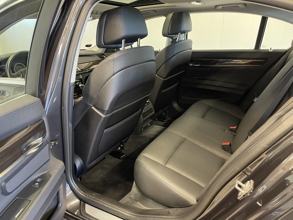 BMW 730d, YKSILÖ HUIPPUVARUSTEILLA