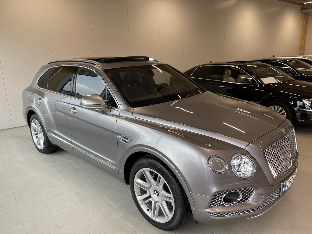 Bentley Bentayga Hybrid, SUOMI AUTO REK 8/20 AJETTU VAIN 3700KM HUIPPUVARUSTEILLA YÖ NÄKÖ HEAD UP PANORAMA  360 KAM MUKAUTUVA VAKIONOP SÄÄDIN YM