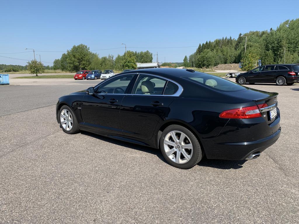 Jaguar Jaguar XF, 3.0 DIESEL HUIPPUSIISTI VARUSTEILLA NAHKA SIS SÄHKÖ PENKIT YM YM