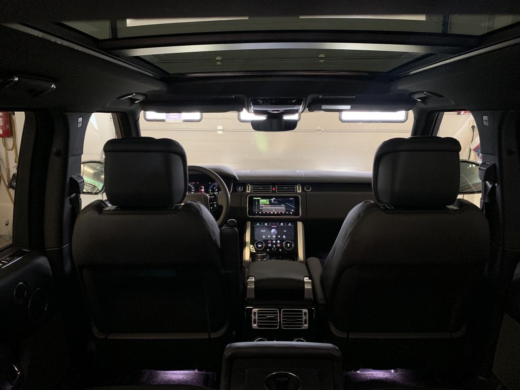 Land Rover Range Rover, HETI VARASTOSTA RANGE ROVER P400E PLUG-IN Hybrid BLACK PAKET WEBASTO PANORAMA HEAD-UP  JÄÄKAAPPI  IMU OVET YM YM