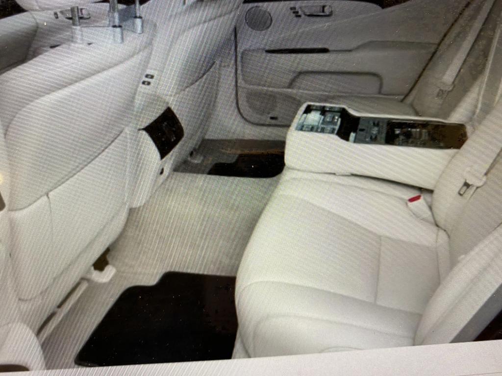 Lexus LS, ls600hl huippuvarusteilla