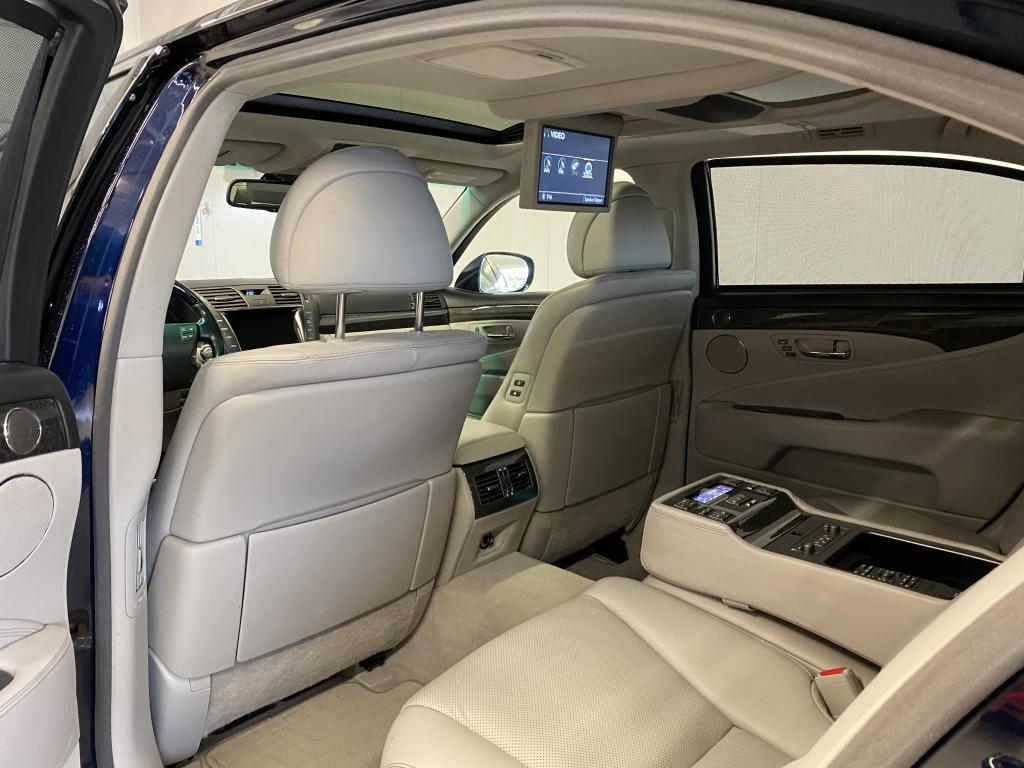 Lexus LS600HL, HYBRID HUIPPUVARUSTEILLA