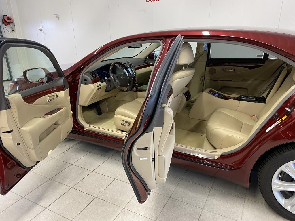 Lexus LS600 Lh,  President 4 paikkainen huippuvarusteilla ajettu 149tkm.
