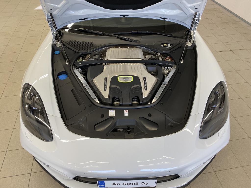 Porsche Panamera, NYT  Turbo S E-Hybrid 680 HV REK.11/17 Porsche Active Suspension Management (PASM) HUIPPU VARUSTEILLA
