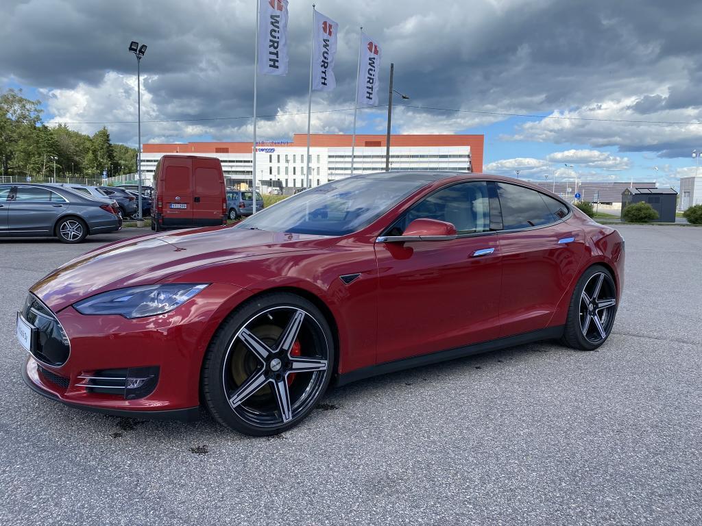 Tesla Motors Model S, Huippuvarusteltu (TAKUU)