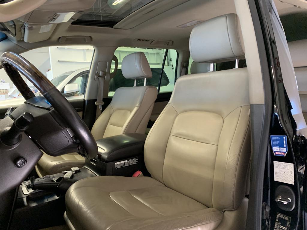 Toyota Land Cruiser (200 Series), V8 DIESEL HUIPPUVARUSTEILLA KATTOLUUKKU NAHKASIS JÄÄKAAPPI   \\\\r\\\\nYM YM