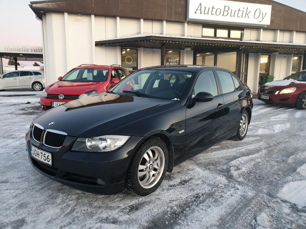 BMW 320i 4D SEDAN 149 HV VÄHÄN AJETTU JA TEHOKAS TAKAVETO SPORTTI\r\nHYVÄLLÄ HUOLTOKIRJALLA!  RAHOITUS VAIN 0, 99%