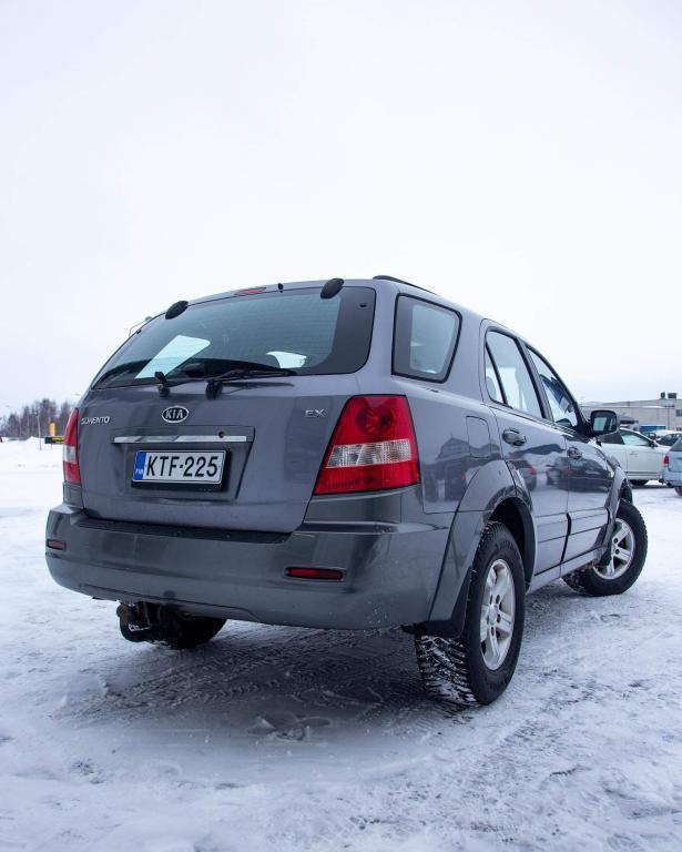 Kia Sorento 2.5 CRDi AWD EX 5-ov AUTOMATIC OLLUT SAMALLA OMISTAJALLA 10 VUOTTA KAIKIN PUOLIN SIISTI JA ALKUPERÄISESSÄ KUNNOSSA!