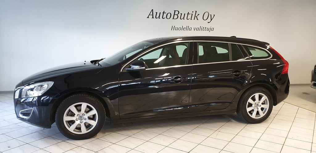 Volvo V60 D2 S/S MOMENTUM NAVI Ympäristöluokka Euro5 115 hv AUTOBUTIK/LISÄTURVA EXTRA 20 000km/12kk 0 EUROA. RAHOITUS VAIN 0