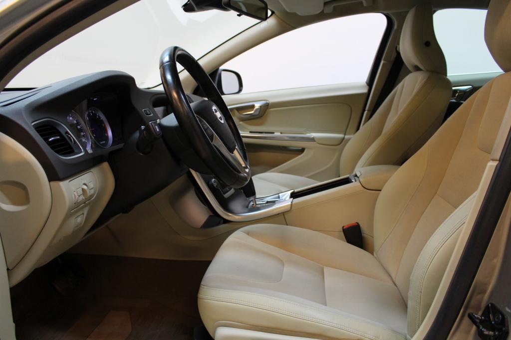 Volvo S60, D3 Momentum S/S aut #Webasto #Xenonit #Bluetooth #Suomi-auto **Juuri tullut**