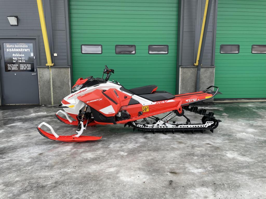 Ski-Doo Summit XEXPERT154850E-TECSHOT