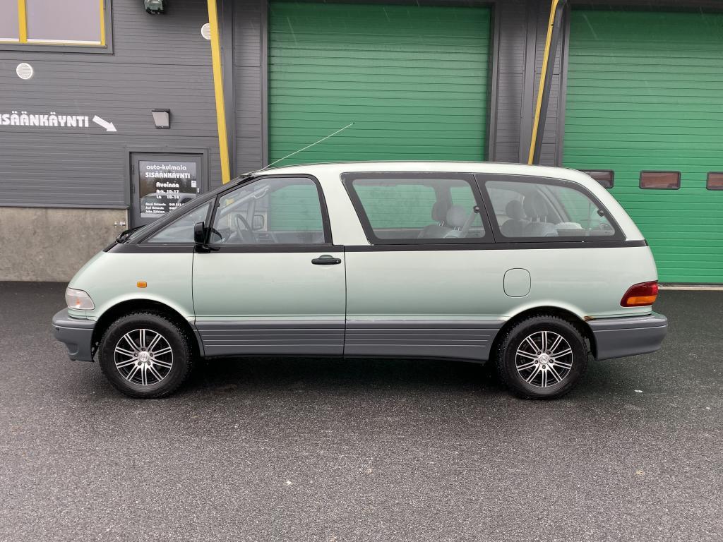 Toyota Previa 2.4i 8HLÖ:NTILA-AUTO