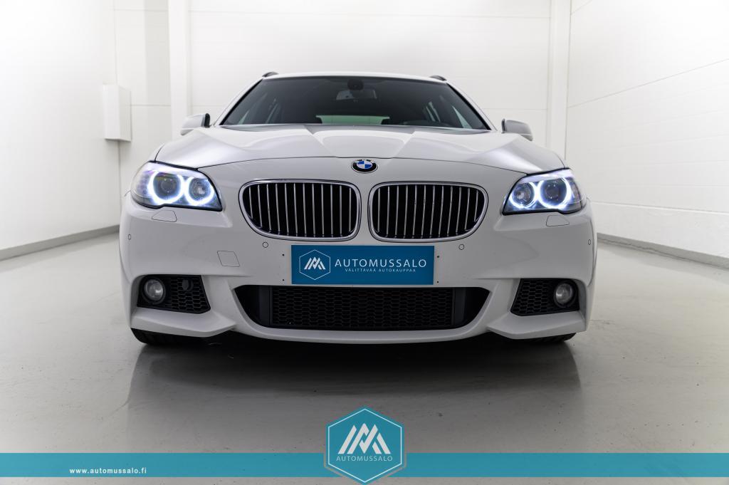 BMW 520 dA F11 M-sport Täyd. merkkiliikkeen huoltokirja