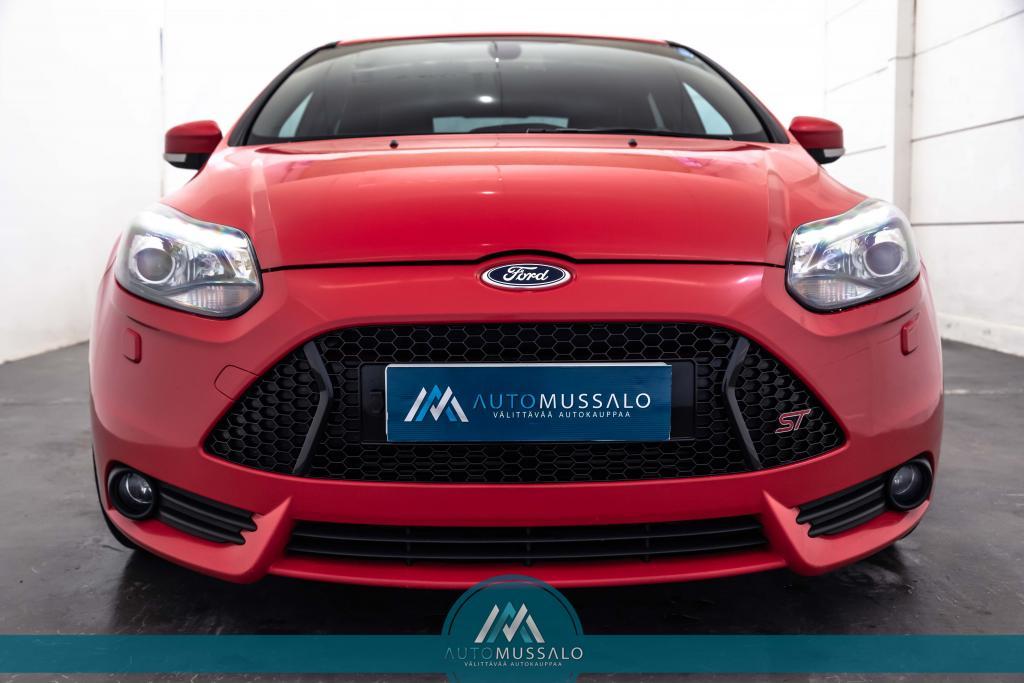 Ford Focus 2, 0 EcoBoost 250 hv ST M6 5-ovinen