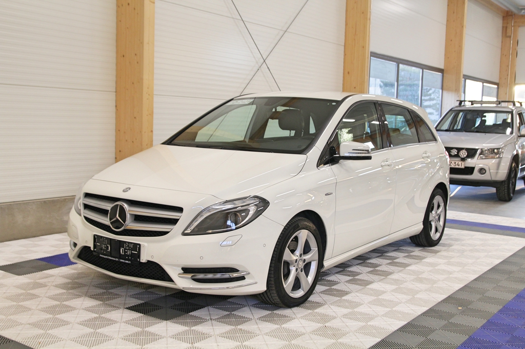 Mercedes-Benz B, 180 BE Premium Business +LISÄTURVA 12kk/20tkm *NAVI/XENON/TUTKAT/CRUISE*