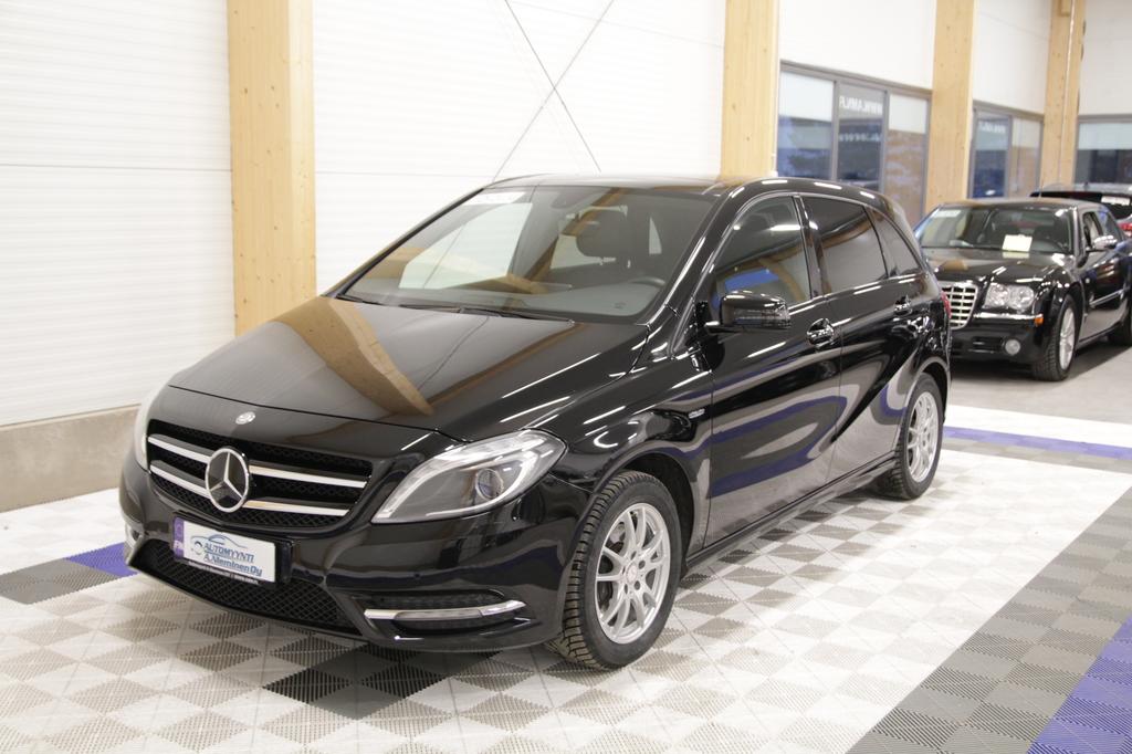 Mercedes-Benz B, 200 Edition 1 +LISÄTURVA 12kk/20tkm *XENON/NAHAT/KOUKKU/LASIKATTO/CRUISE*
