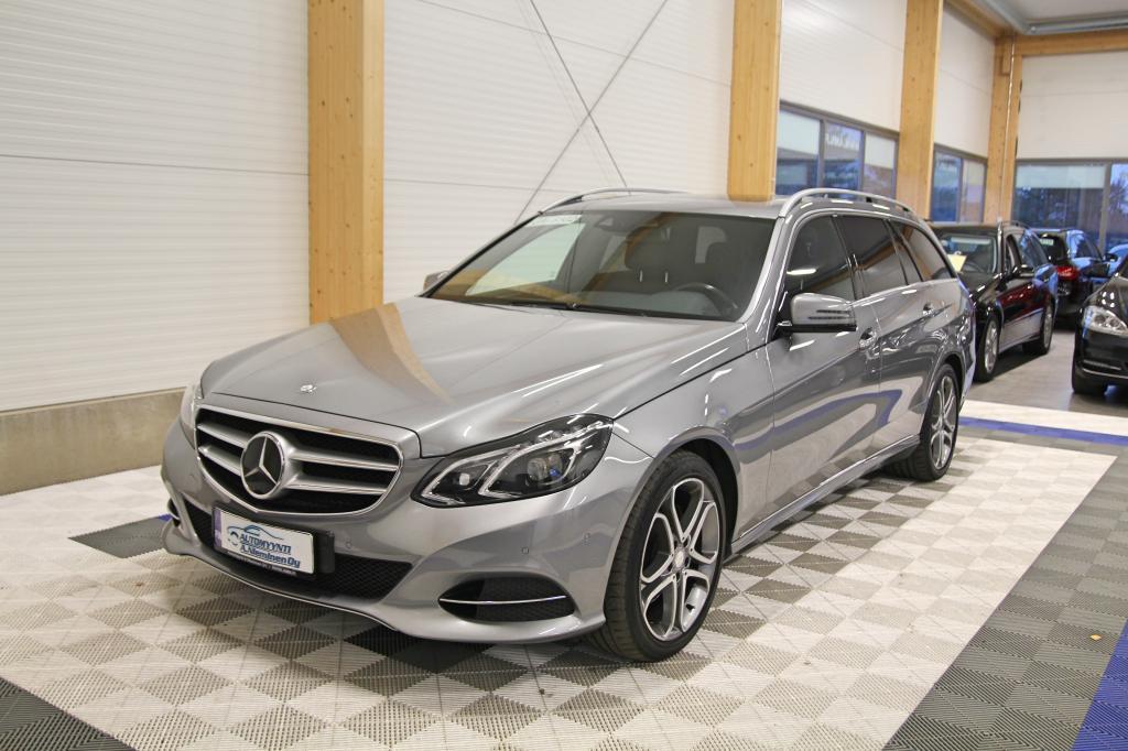 Mercedes-Benz E, 220 CDI BE T A Avantgarde *WEBASTO/KOUKKU/ILS/DISTRONIC/NAHAT*