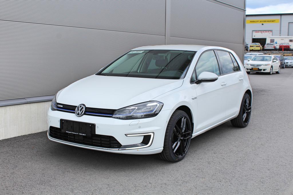 Volkswagen Golf, e-Golf 100kw *LÄMPÖPUMPPU/P-KAMERA/CRUISE/TALVIPAKETTI*