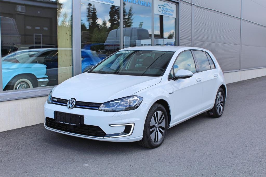 Volkswagen Golf, e-Golf 100kw *Adapt.Cruise/LÄMPÖPUMPPU/TALVIPAKETTI/P-KAMERA/TUTKAT*