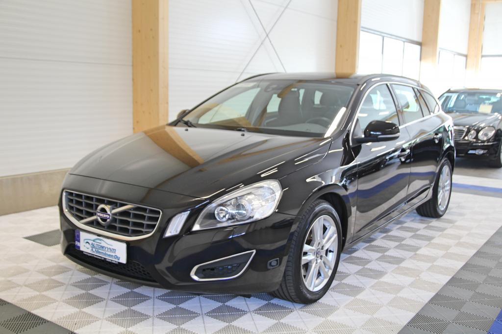 Volvo V60, T3 1.6 Momentum *XENON/KOUKKU/LÄMMITIN*
