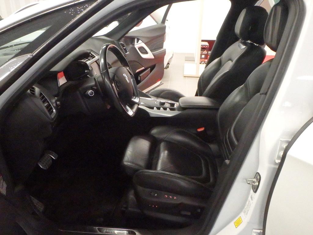 Citroen DS5 Hybrid4 Sport Chic.  Neliveto
