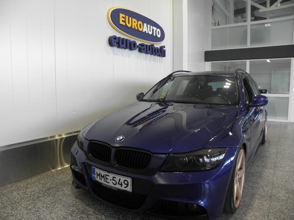 BMW 330 d E91 Touring M-Sport,  MAUKKAAN NÄKÖINEN,  SPORTTIPENKIT,  CRUISE,  19 TUUMAN ALUT.  TUMMENNETUT IKKUNAT, VAIN 220?/kk