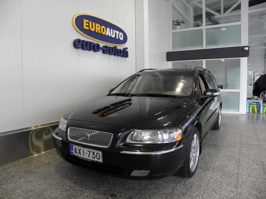 Volvo V70 2, 4 (140) Summum aut. SIISTI SUOMI AUTO,  NAHAT,  ALUT. KAHDET RENKAAT,  LOHKIS,  VETOKOUKKU,  TUMMENNUKSET,  KISKOT