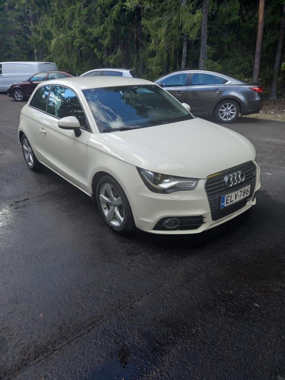 Audi A1 Compact Coupé Ambition 1, 4 TFSI 119g S tronic Start-Stop,  Jakoketjusarja ja öljypumpun ketjusarja vaihdettu 08/2021