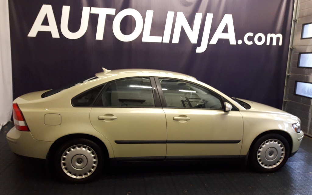 Volvo S40 2.4i. Suomi-auto. Ilmastointi. Jakohihna vaihdettu. Luottohäiriö ei ole ehdoton osamaksukaupan este,  kysy myyjältä
