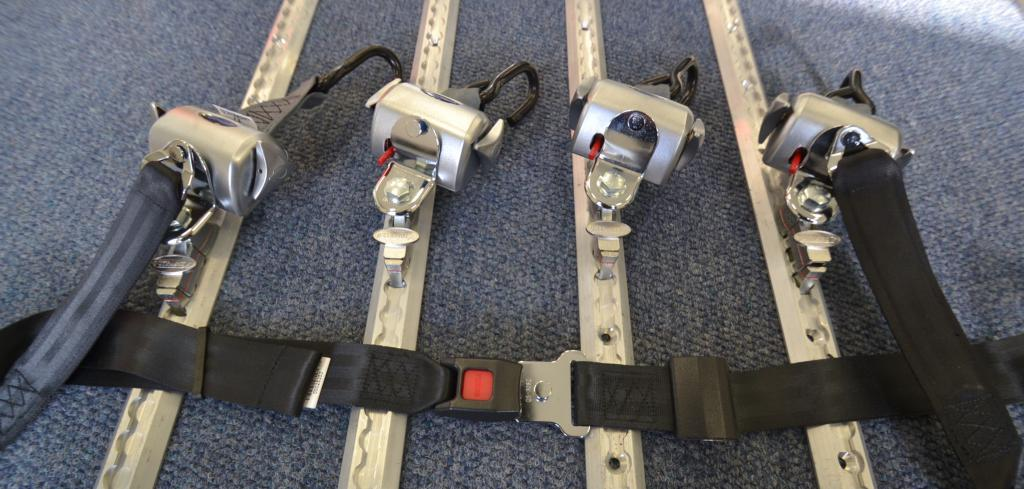 Q-Straint Delux Q-8104-L , Q-Straint pyörätuolin kiinnityssarja