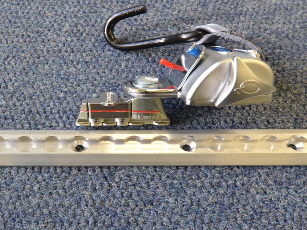 Q-Straint Standard Q-820 , Q'Straint pyörätuolin kiinnityssarja