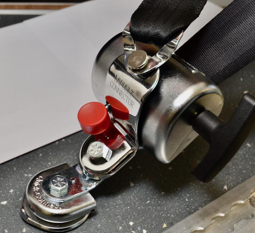 Quick Secure  MQ1001.B001, Pyörätuolin kiinnityssarja pyöreällä lattiakiinnittimellä
