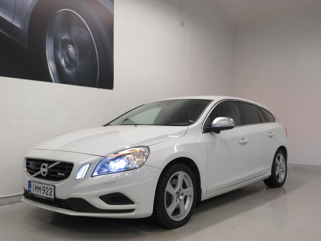 Volvo V60 D5 AWD R-Design at