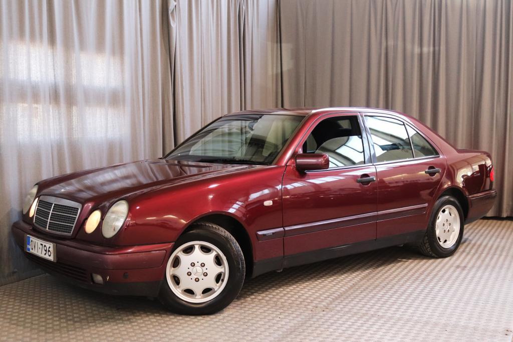 Mercedes-Benz E 200 Classic 2, 0 4d,  SEUR. KATS. 4/2020!
