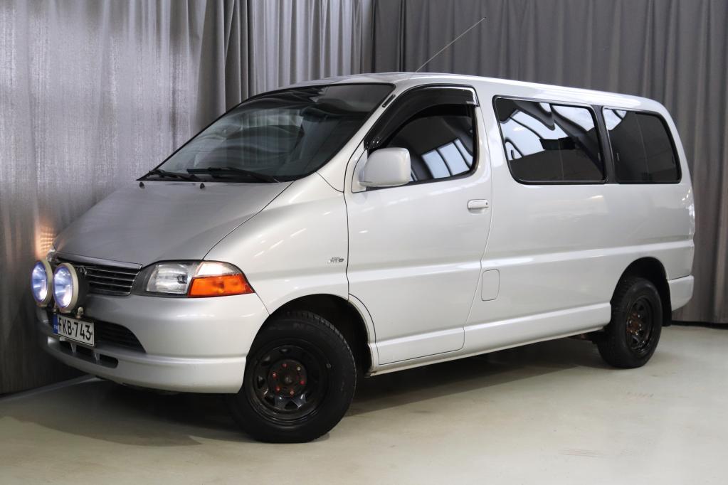 Toyota Hiace 2, 5 D-4D 100 4ov DX-bussi,  ASIALLINEN YKSILÖ!