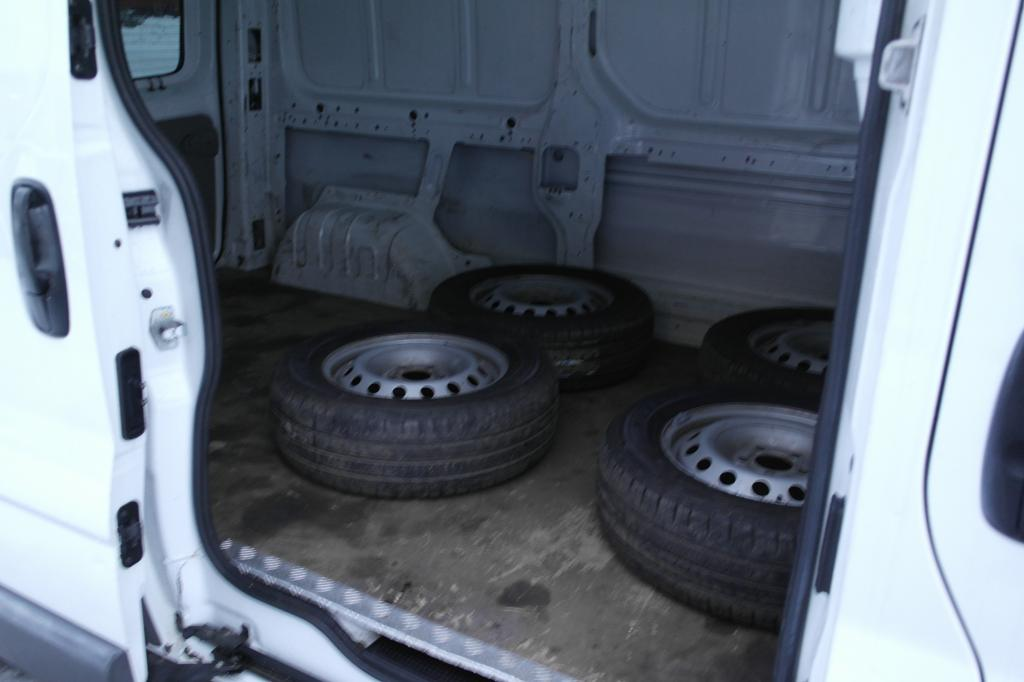 Renault TRAFIC, 2.5DCI 135HV L2H1 UUSI JAKOPÄÄ PITKÄ MALLI PARIOVET VETOKOUKKU ILMASTOINTI WEBASTO SIS 24% ALV