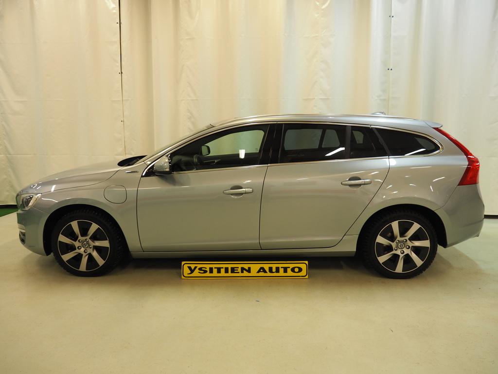 Volvo V60, D6 AWD Summum Plug in Hybrid Automatic